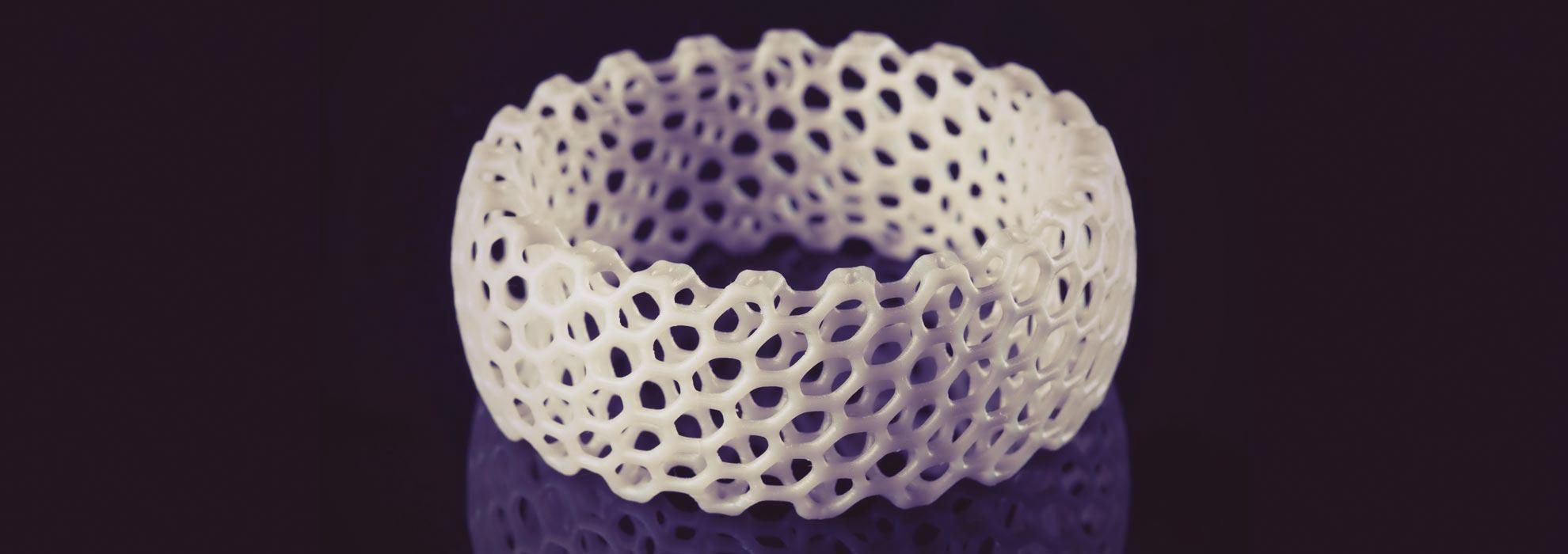 Женский браслет из белого полимера